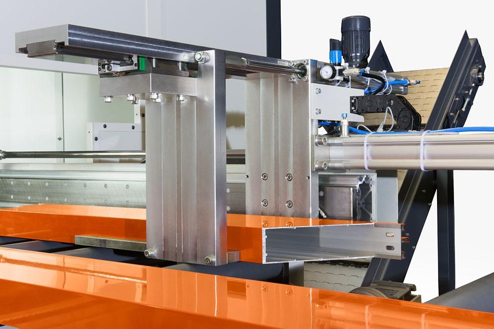SBZ 628 - Centre d'usinage de barres Déchargement/unloading (2015) Elumatec